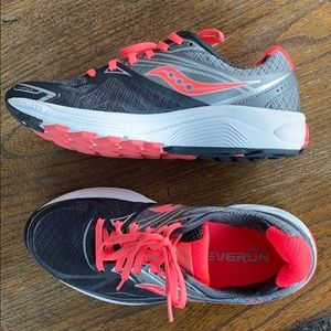Brand New Saucony Everun Sneakers